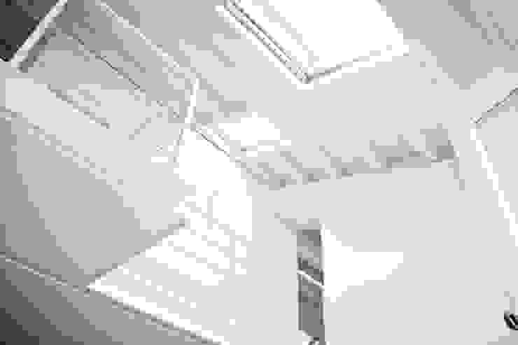 casa sm Finestre & Porte in stile minimalista di OFFICINA 21 Minimalista
