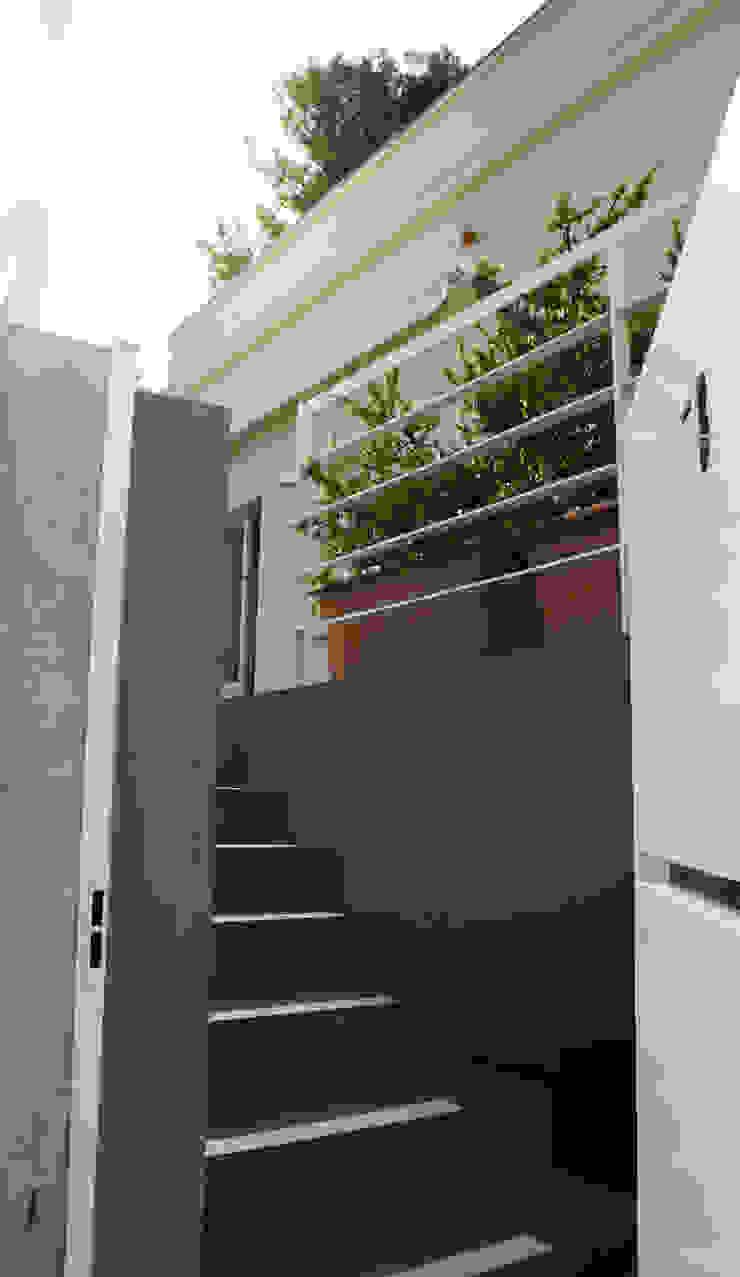 casa sm Ingresso, Corridoio & Scale in stile minimalista di OFFICINA 21 Minimalista