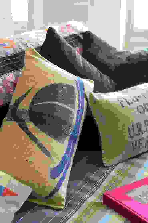 Coussins en toile de jute de sacs de café recyclés par LILOKAWA Industriel