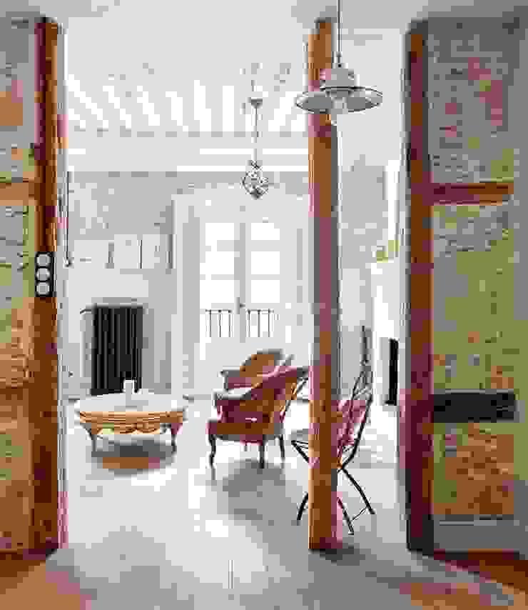 Reforma integral de vivienda Simetrika Rehabilitación Integral Salones de estilo clásico