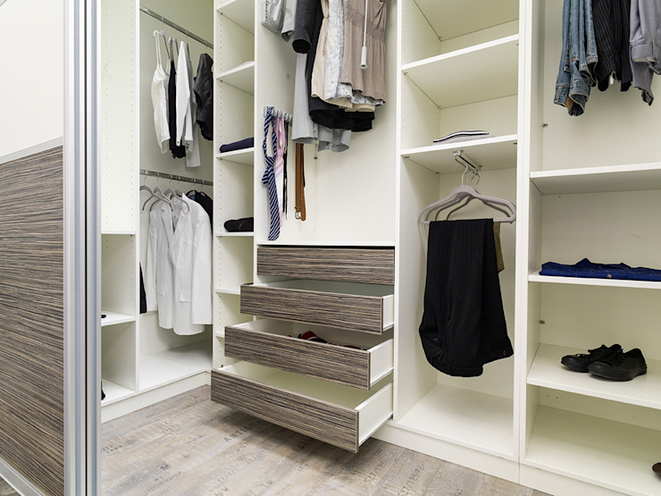 Modern style dressing rooms by homify Modern Wood Wood effect