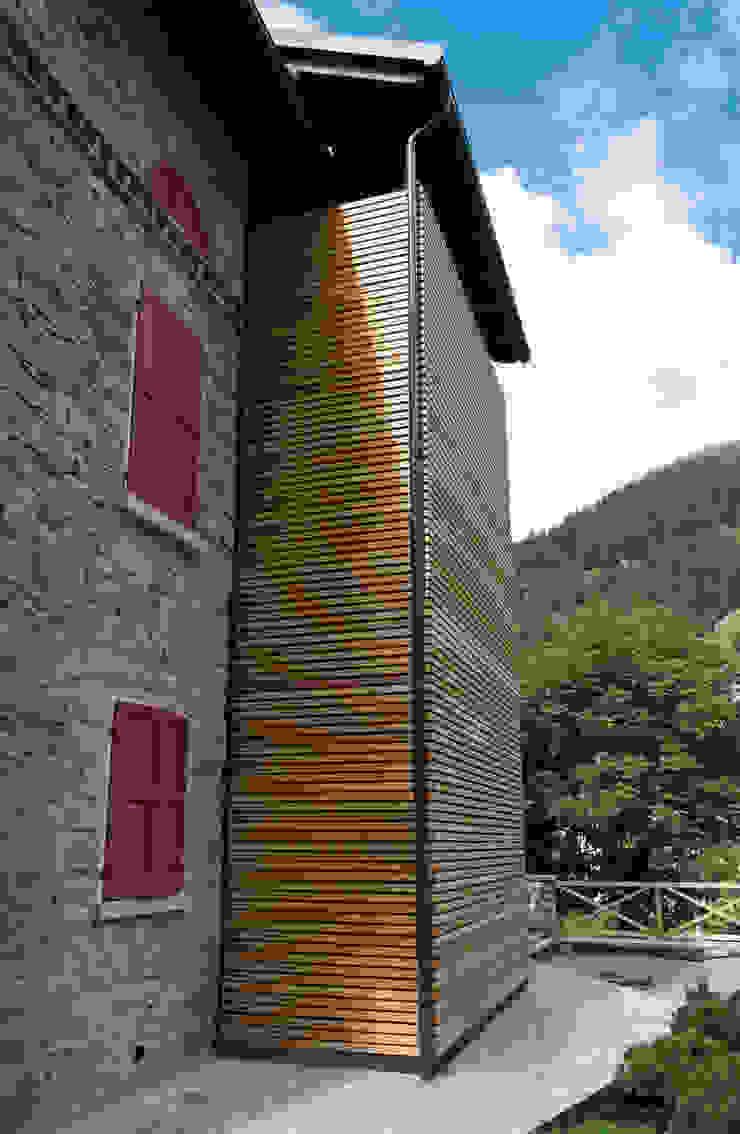 Villa Gheza Case moderne di Legnocamuna Case Moderno