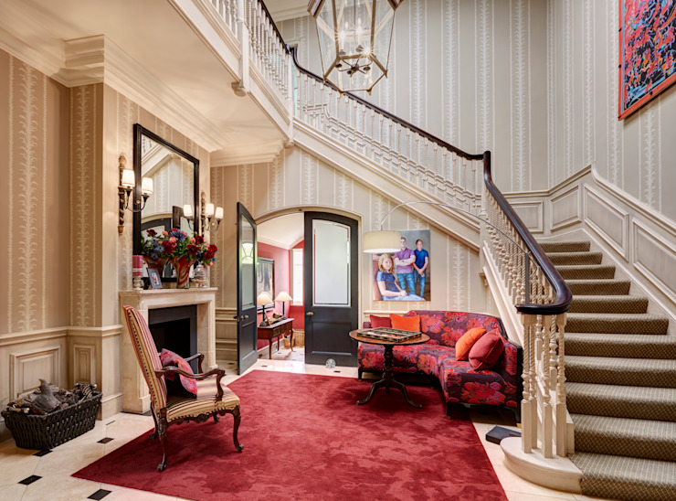 Classical Entrance Hall Classic style corridor, hallway and stairs by White Linen Interiors Ltd Classic