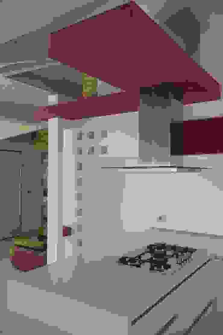 Attico in centro città Cucina moderna di Laura Marini Architetto Moderno