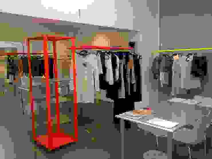 Retails Negozi & Locali commerciali di SILVIA MASSA STUDIO