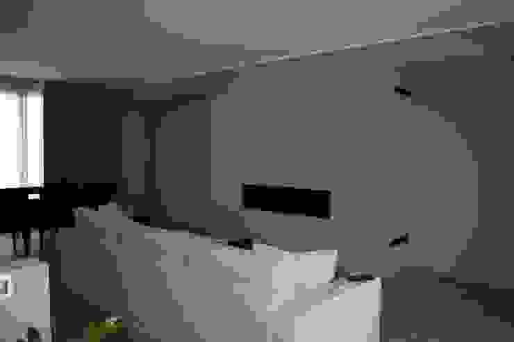 stato di avanzamento cantiere/il Living di STUDIO PAOLA FAVRETTO SAGL Moderno