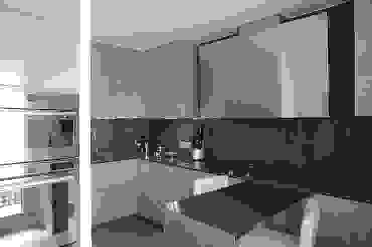 la Cucina Cucina moderna di STUDIO PAOLA FAVRETTO SAGL Moderno Legno Effetto legno