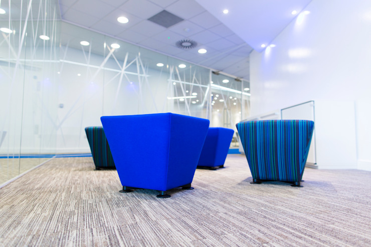 Office stools and Glass wall partitions Modern offices & stores by Paramount Office Interiors Modern