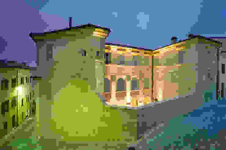MONDAINI ROSCANI ARCHITETTI ASSOCIATI Casas de estilo clásico