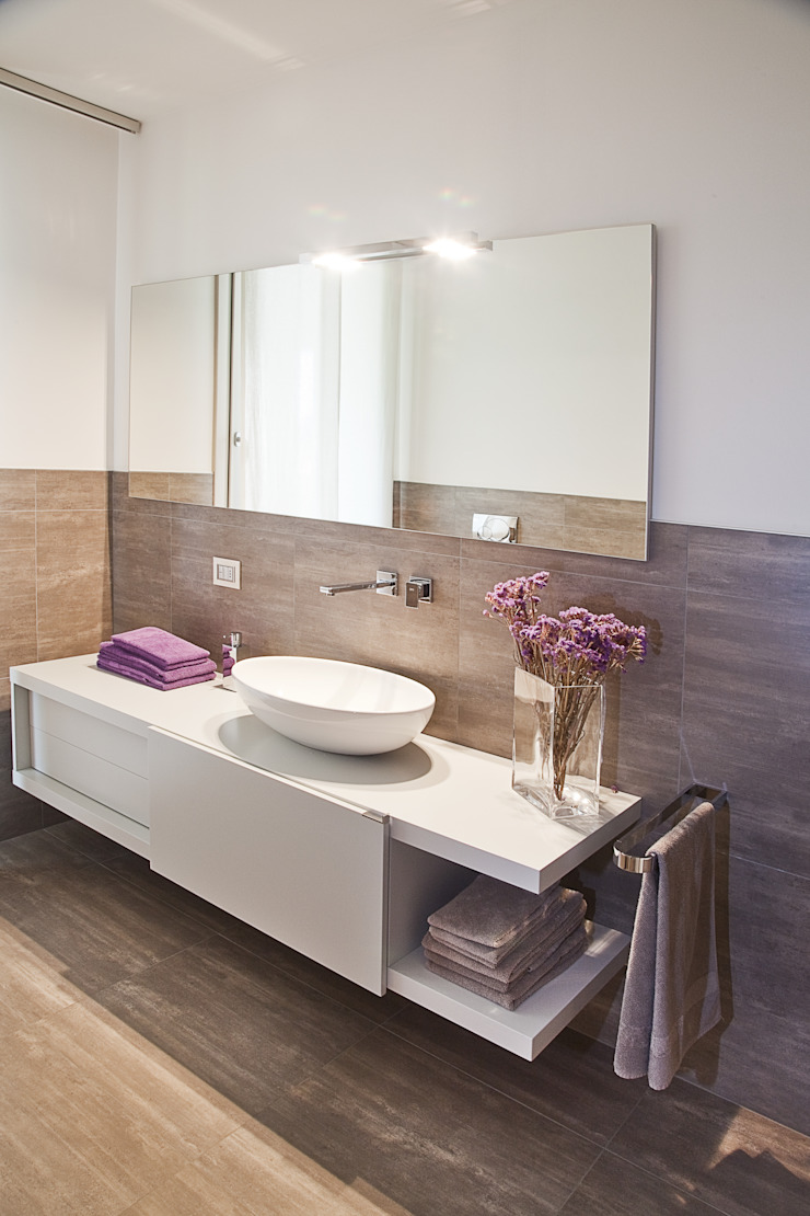 il Bagno principale Bagno moderno di STUDIO PAOLA FAVRETTO SAGL Moderno Legno Effetto legno