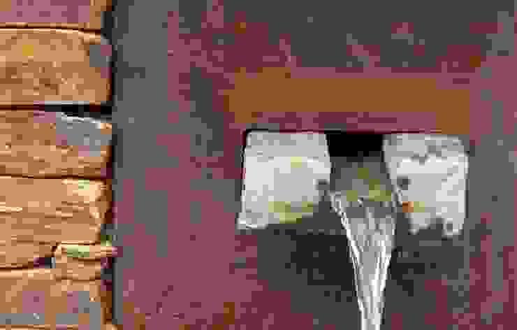 Fuente de piedra y acero de Slabon Forja Creativa Moderno