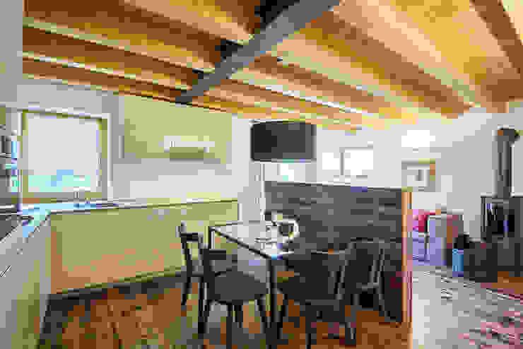 il Living Sala da pranzo moderna di STUDIO PAOLA FAVRETTO SAGL Moderno Legno Effetto legno