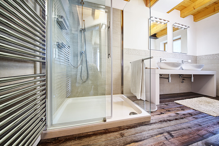 Moderne Badezimmer von STUDIO PAOLA FAVRETTO SAGL Modern Keramik