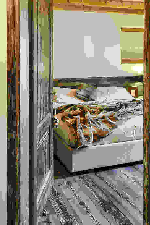 La camera padronale Camera da letto moderna di STUDIO PAOLA FAVRETTO SAGL Moderno Legno Effetto legno
