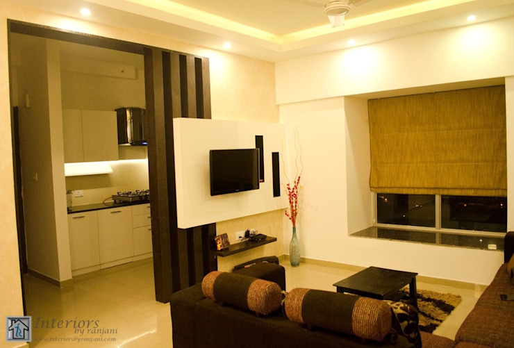 Rajshree Sanjay-NeoTown, EC Modern living room by Interiors by ranjani Modern