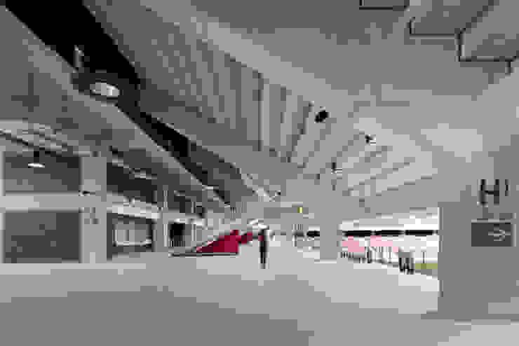 Accès aux tribunes Stades modernes par Wilmotte & Associés Moderne
