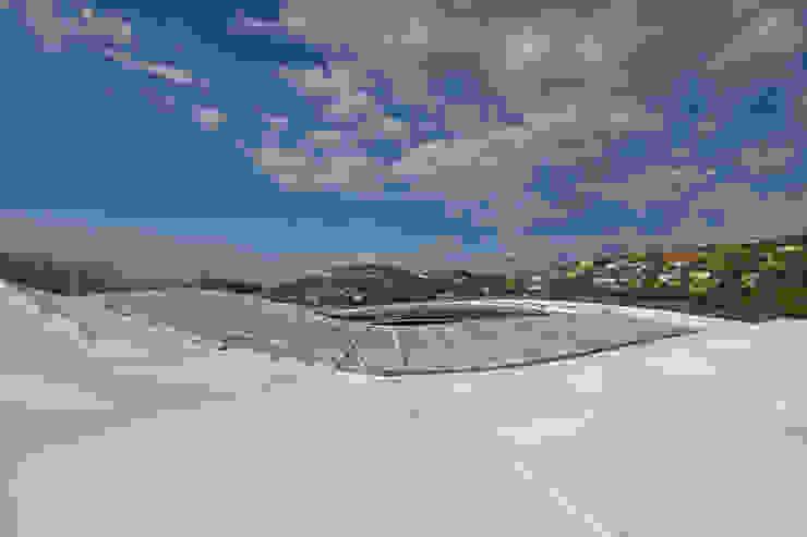 Enveloppe avec panneaux photovoltaïques Stades modernes par Wilmotte & Associés Moderne
