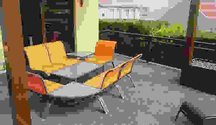 Terrassenboden mit Stil Moderner Balkon, Veranda & Terrasse von WARCO Bodenbeläge Modern