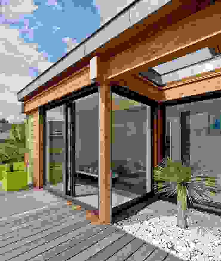 Terrasse et patio en façade Sud Maisons par Tangentes Architectes