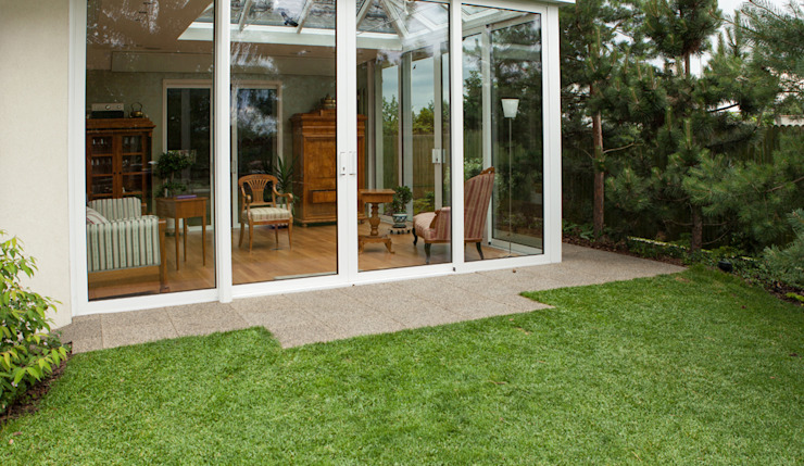 WINTER GARDEN WITH A TERRACE Classic style conservatory by WARCO Bodenbeläge Classic