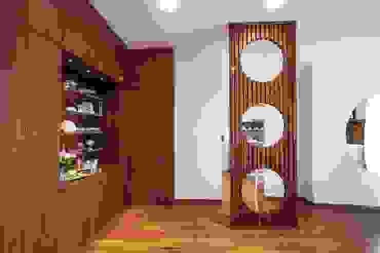 RISTRUTTURAZIONE DI UN APPARTAMENTO Ingresso, Corridoio & Scale in stile moderno di STUDIO DOTT. ARCH. GIANLUCA PIGNATARO Moderno