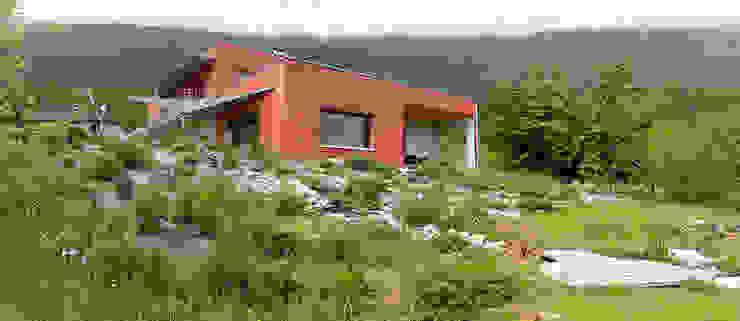 Vue depuis le jardin Maisons modernes par Tangentes Architectes Moderne