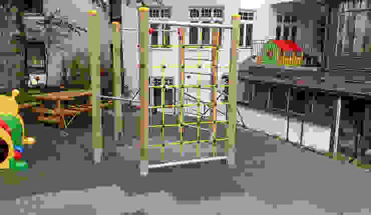 pflegeleichter Spielplatz von WARCO Bodenbeläge Modern