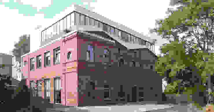 Straßenbahndepot umgebaut: Ateliergebäude mit Wohnungen in Berlin-Charlottenburg Industriale Häuser von boehning_zalenga koopX architekten in Berlin Industrial