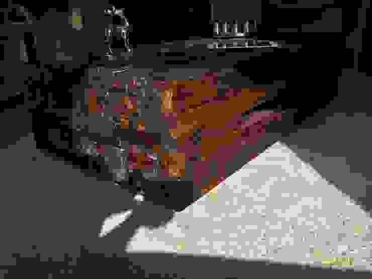 Couchtisch aus Massivholz im Vintage-Industrielook-Design von !SCHAICH Holzmanufaktur Ausgefallen