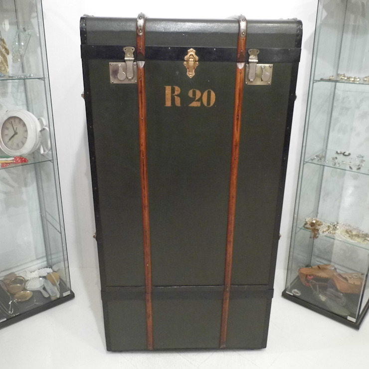 Vintage Steamer Trunk: classic  by Travers Antiques, Classic