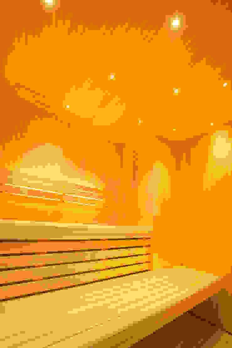 Luxury sauna and steam room installed in Cambridge 모던스타일 피트니스 룸 by Leisurequip Limited 모던