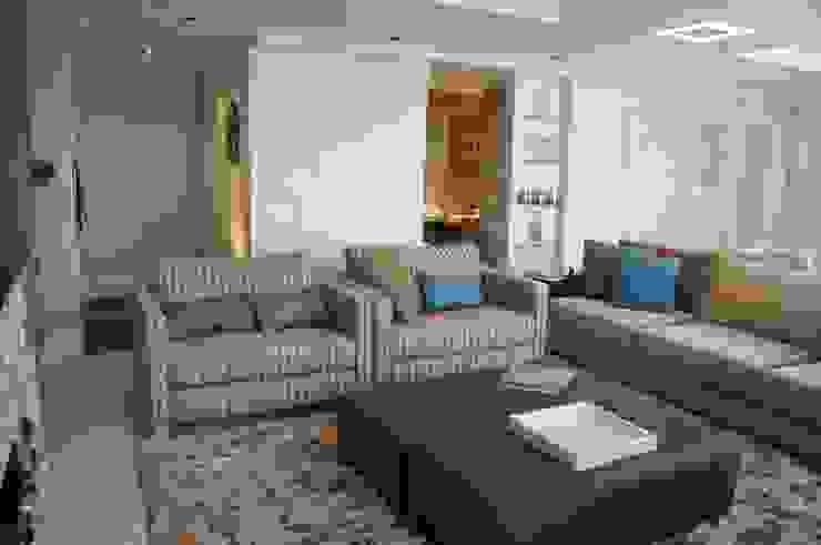 Gabinete ao fundo da área estar Salas de estar modernas por homify Moderno