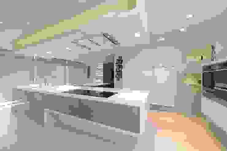 Sally & Edward's Kitchen: modern  by Diane Berry Kitchens, Modern