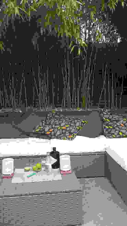 Modern Mediterranean garden Tropical style garden by Paul Newman Landscapes Tropical