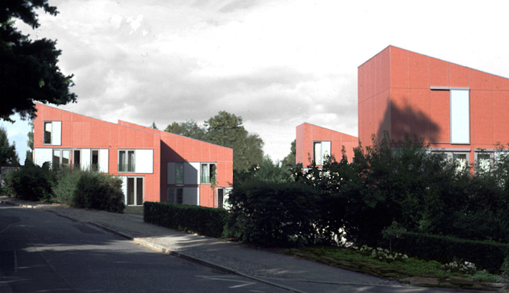Realisierung in Chemnitz: Kostengünstiger und verdichteter Wohnungsbau Moderne Bürogebäude von boehning_zalenga koopX architekten in Berlin Modern