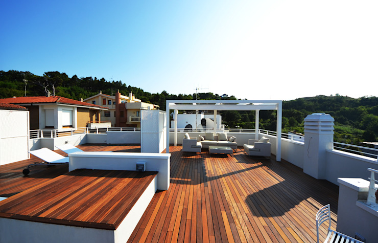 Modern balcony, veranda & terrace by studio architettura battistelli roccheggiani Modern