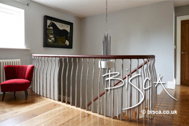 Organic & Natural Staircase: modern  by Bisca Staircases, Modern