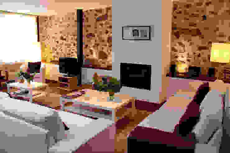 Perfecto anfitrión Salones de estilo moderno de Ruben Moderno