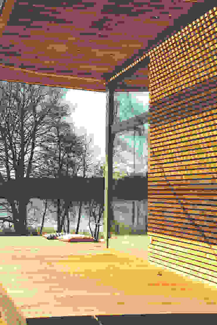 Sommerhaus PIU 65 Skandinavischer Balkon, Veranda & Terrasse von SOMMERHAUS PIU - YES WE WOOD Skandinavisch