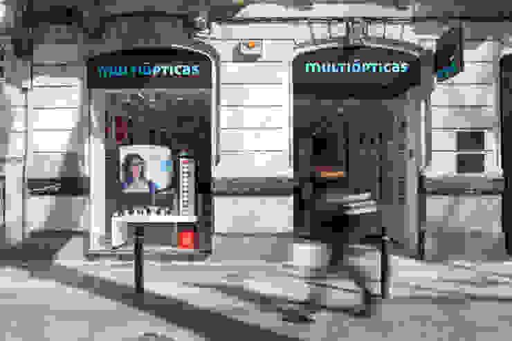 Multiópticas Born Espacios comerciales de estilo moderno de xavier puyalto Moderno