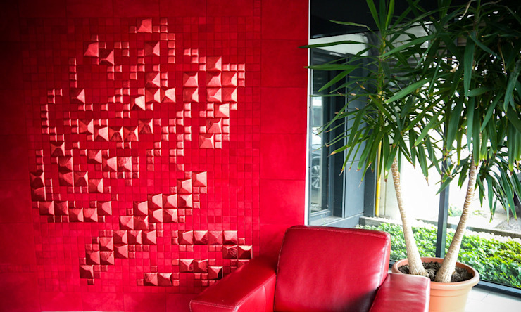 Lapèlle Design Leather tiles for luxury wallcovering di Lapèlle Design Moderno