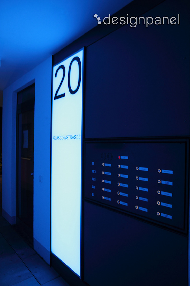 Leuchtschilder in einer Wohnanlage in Nürnberg von Designpanel - Elements for innovative architecture Modern