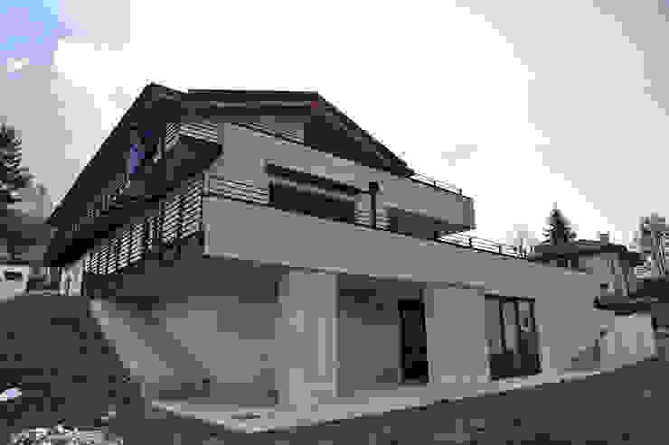 Residenza Privata Bifamiliare Case moderne di luca pedrotti architetto Moderno