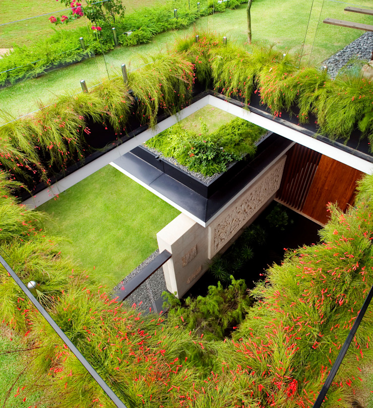MEERA SKY GARDEN HOUSE Modern garden by Guz Architects Modern