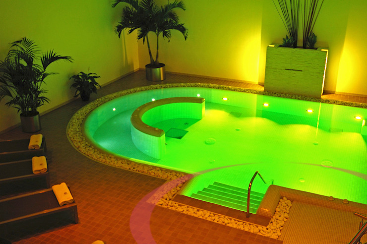Indoor swimming pool Spa moderne par ITALIAN WELLNESS - The Art of Wellness Moderne