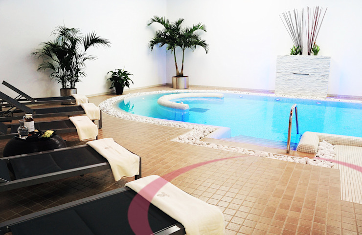 Piscina interna Spa moderna di ITALIAN WELLNESS - The Art of Wellness Moderno