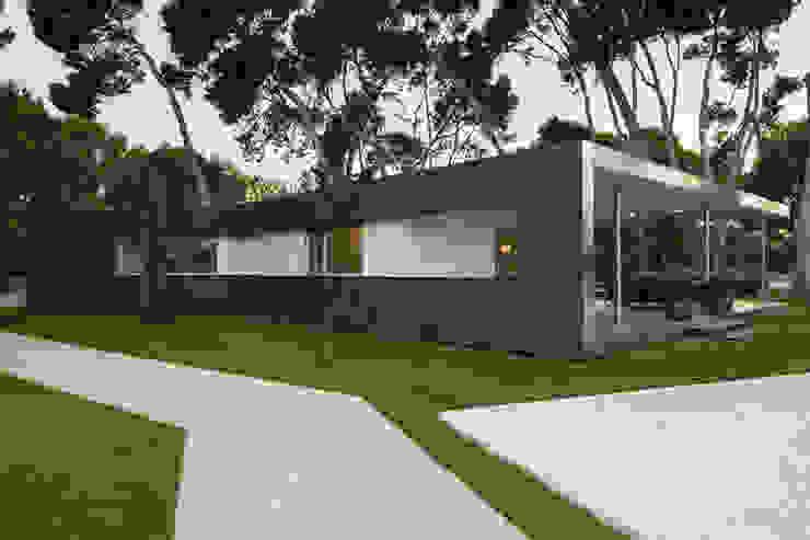 Pabellón entre Pinos Casas de estilo moderno de e2b arquitectos Moderno