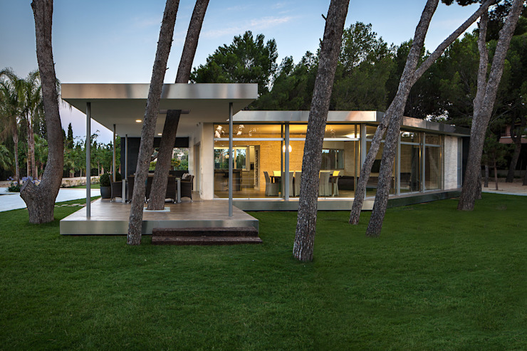Pine Forest Pavilion Modern houses by e2b arquitectos Modern