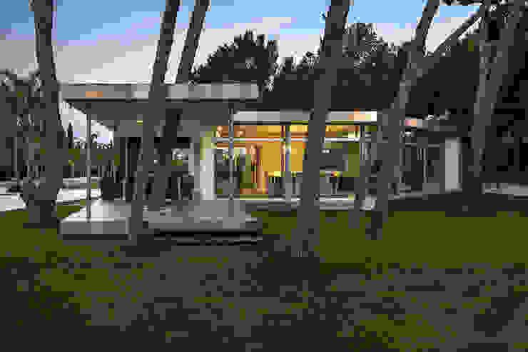 Casas de estilo  por e2b arquitectos, Moderno