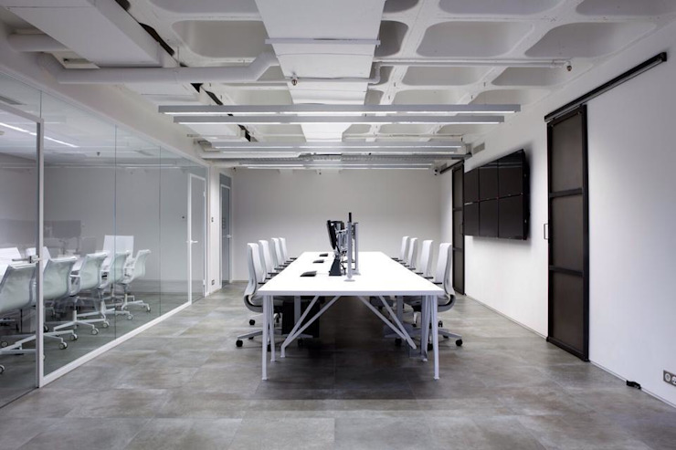 main working area Minimalist office buildings by Volume&LiGht Minimalist
